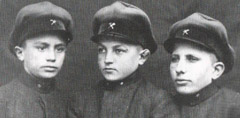 Ученици от първия випуск на училището - 11.XI.1928 г.